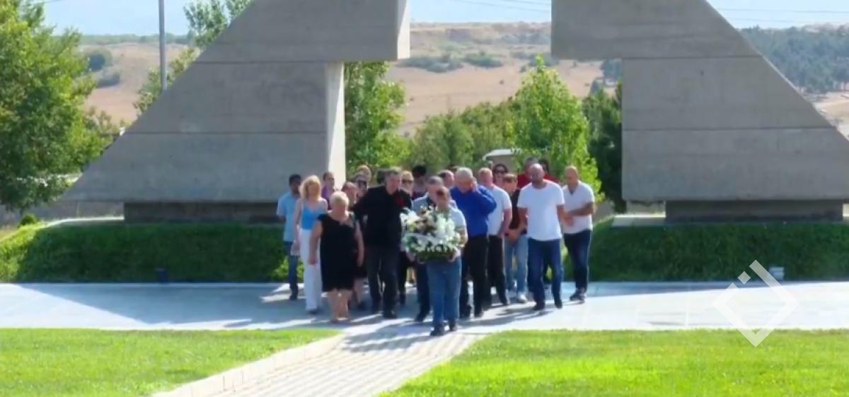 """""""ევროპული სქართველოს"""" წევრებმა აგვისტოს ომის დროს დაღუპულების ხსოვნას პატივი მიაგეს"""